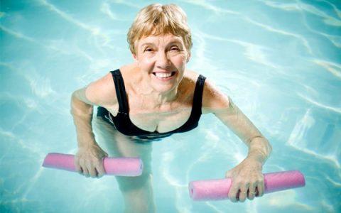 senior-woman-water-aerobics